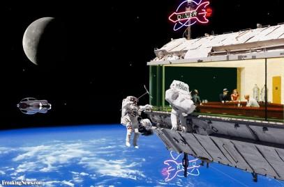 Edward-Hopper-s-Nighthawks-in-Space-70448
