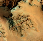 Recurring slope lineae (RSL) stain mountain slopes in Hale Crater. (NASA/JPL/University of Arizona)